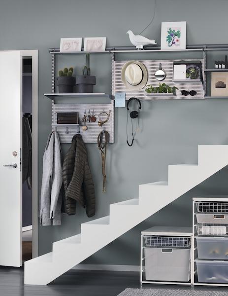 rangement sous escalier modulable elfa